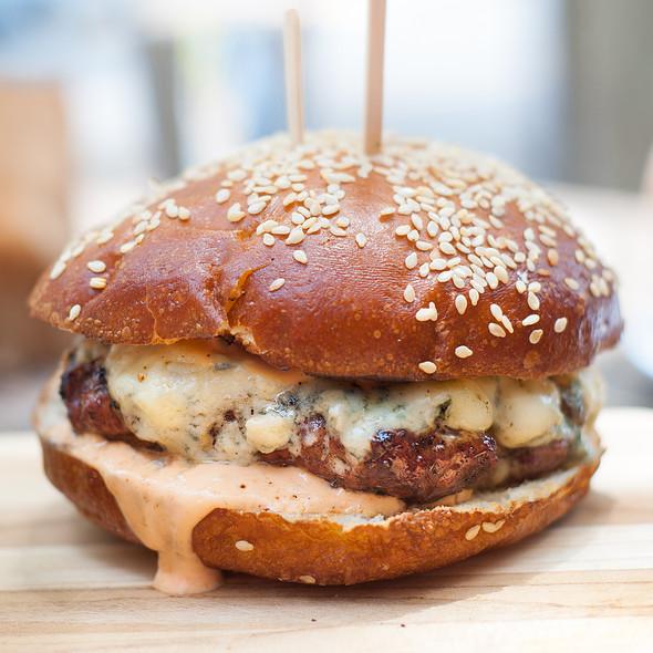 Cheese Burger @ Lowbrau