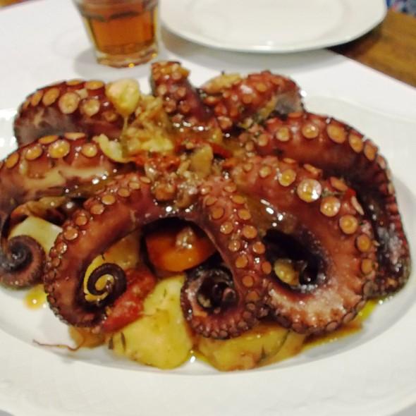 Hobotnica Ispod Peke