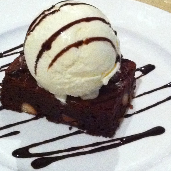 Brownies With Vanilla Ice Cream  @ The Book Cafe