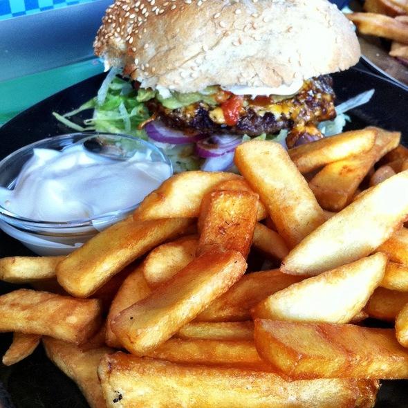 Burger @ Sharks Diner