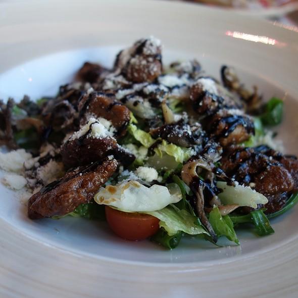 Warm Chicken Liver and Oyster Mushroom Salad @ Марчеллис