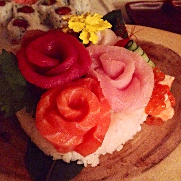 Large Chirashi - Friends Sushi on Rush, Chicago, IL