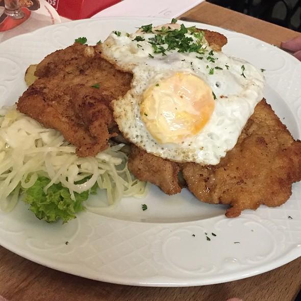 Schnitzel Hamburger Art Mit Bratkartoffeln