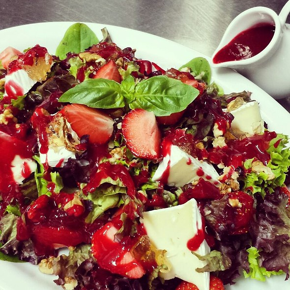 Strawberry Salad With Creamy Blue Cheese