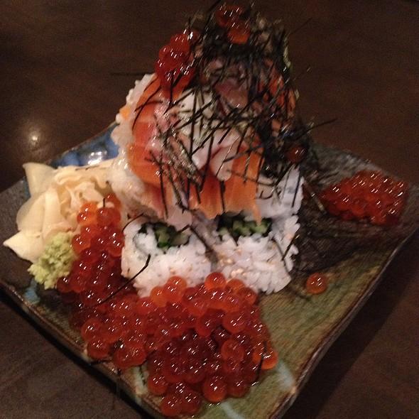 Sashimi Ikura Cucumber Roll
