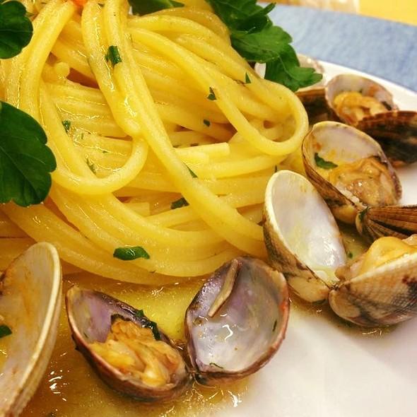 Spaghetti With Clams @ Ristorante Ruccio