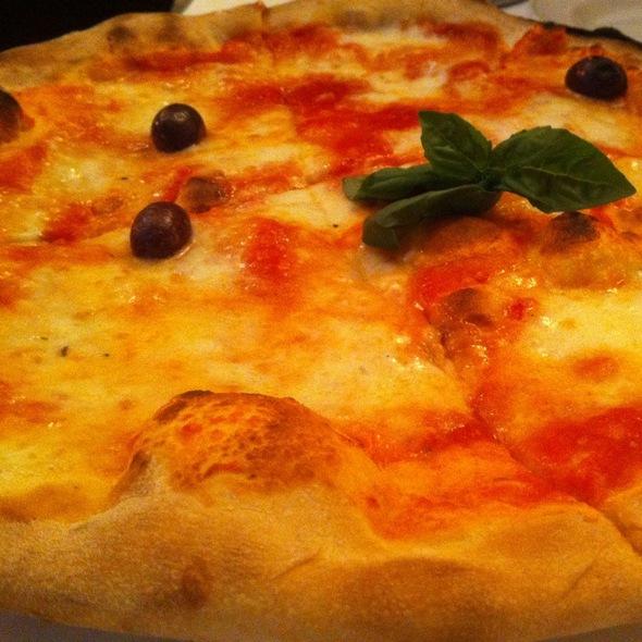 Regina Margherita Pizza @ Serafina Fabulous Grill