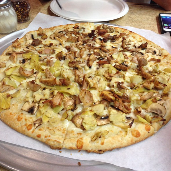 Garlic ,mushroom, artichoke and chicken pizza @ Petra Mediterranean Pizza and Grill