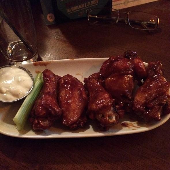 Guiness Bbq Wings - Tigín Irish Pub & Restaurant - St. Louis, Saint Louis, MO