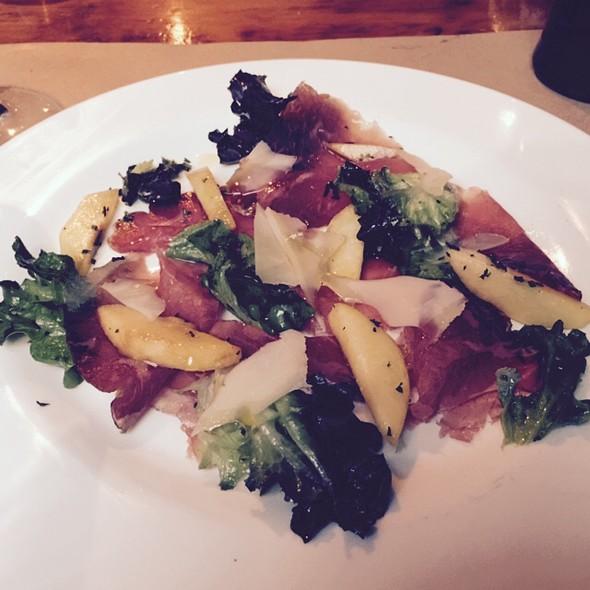Bracciola Salad With Peaches