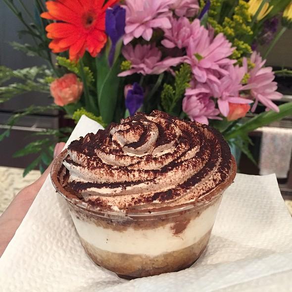 Tiramisu @ Isgro Pastries