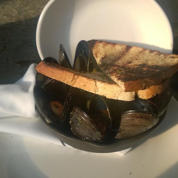 Chatham Mussels @ Rye Tavern