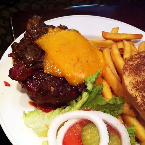 Hickory BBQ Bacon Cheeseburger @ Hard Rock Café