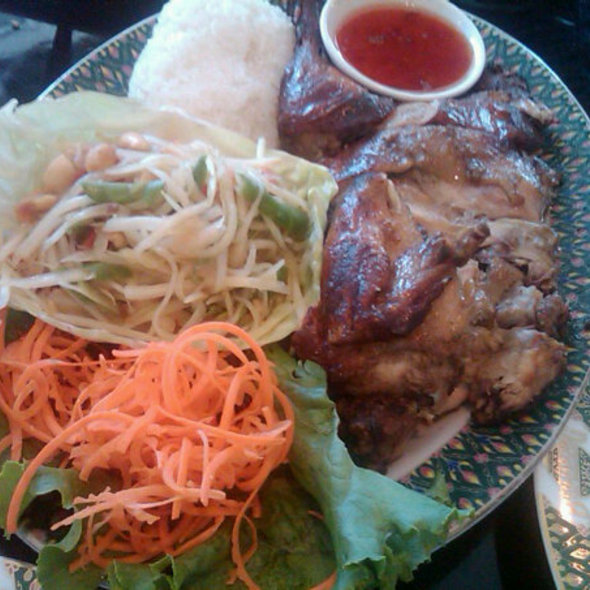 BBQ Chicken, Papaya Salad and Sticky Rice @ Benjarong Restaurant