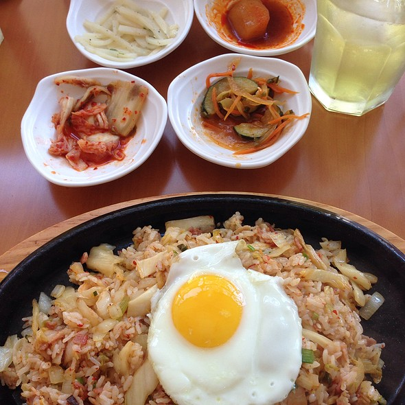 Kimchi Bokgumbap