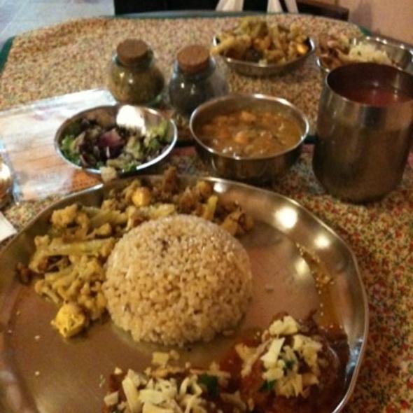 Dahl Pakora Sabji Arroz @ Gopala Madhava