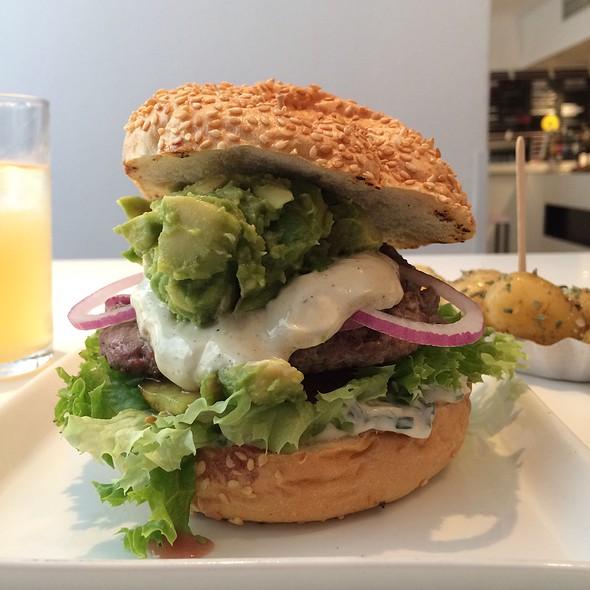 Cosmo Avocado Burger @ Cosmogrill