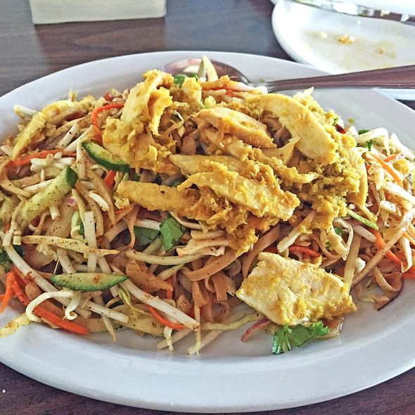 Mandalay Noodle Salad @ Golden Pagoda Burmese Asian Restaurant