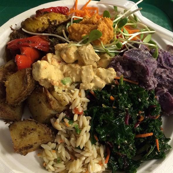 Vegan Entree & Salads @ Down To Earth All VEGETARIAN Organic & Natural