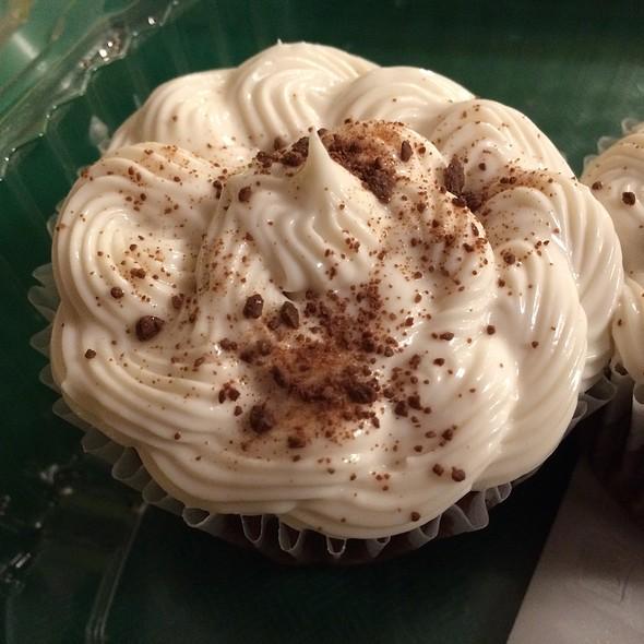 Vegan Chocolate Cupcake @ Down To Earth All VEGETARIAN Organic & Natural