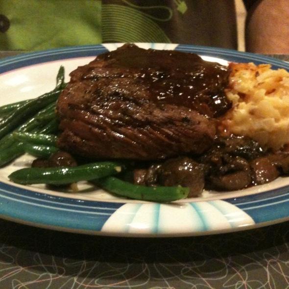 Steak, Mac&Cheese, Green Beans, & Mushroom Demiglaze @ 50s Primetime Cafe