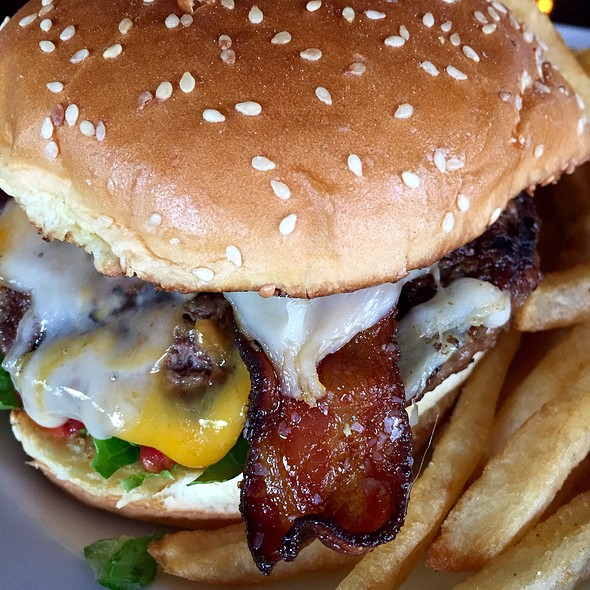 """Tavern """"Double Cheese"""" Burger With Swiss & Cheddar @ Marlow's Tavern"""