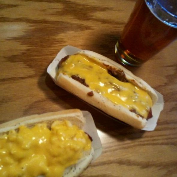 Macaroni & Cheese Hot Dog @ D's 6-PAX & Hot Dogz Shoppe