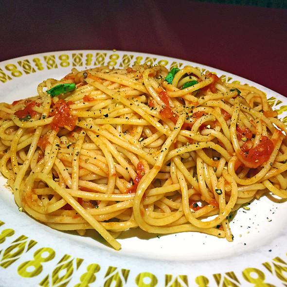 Spaghetti Al Pomodoro E Basilico @ Taverna Italian Kitchen + Bar
