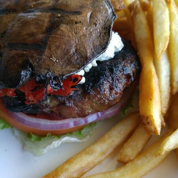 Niagara Burger  @ Elements on the Falls