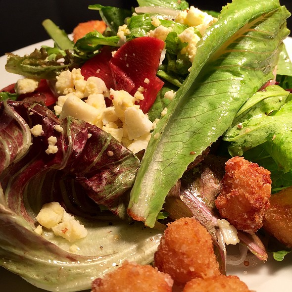 Mixed greens with cheese curds