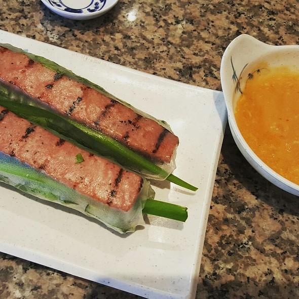 Oregon Nem Cuon (Grilled Pork Patty Rolls with Vegetables)