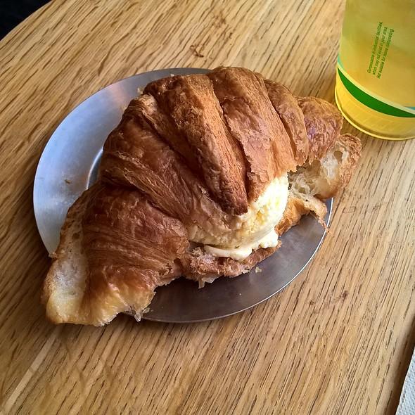 Croissant Ice Cream Sandwich @ Van Leeuwen Artisan Ice Cream
