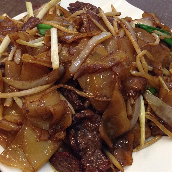 Beef Chow Fun @ King's Kitchen