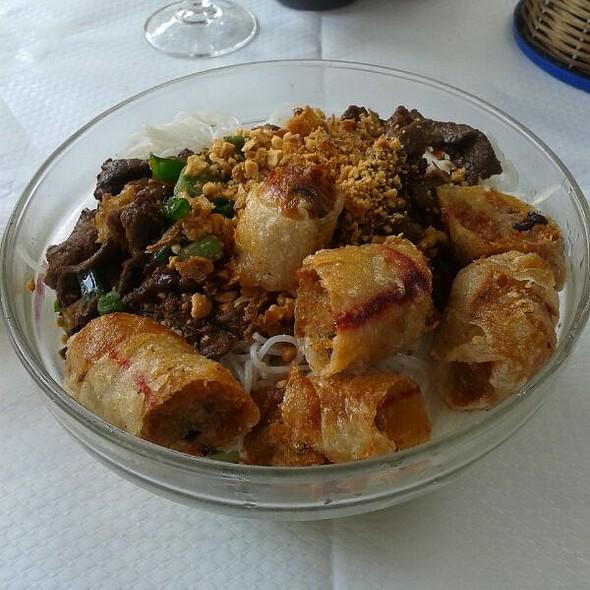 Vermicelles de Boeuf Grillé et nem poulet @ Les Frères Gourmands