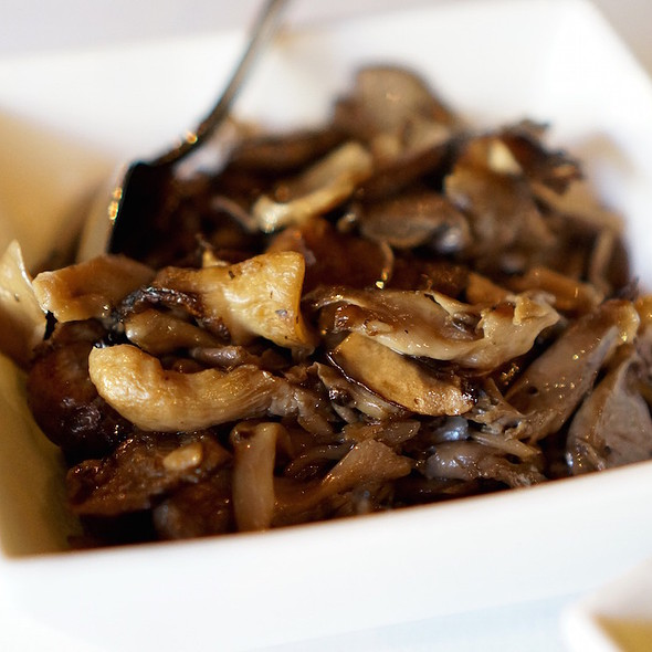 Funghi – wood roasted mushrooms, garlic, aromatic herbs