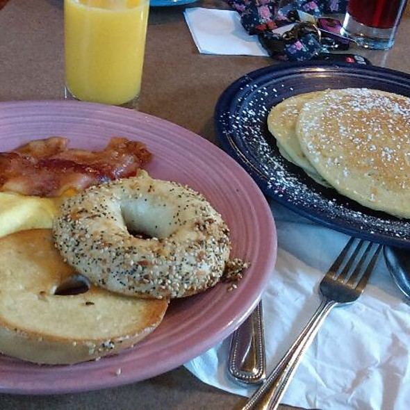 Build Breakfast: Scrambled Eggs, Applewood Smoked Bacon, Everything Bagel, Pancakes @ The Whistle Stop Cafe