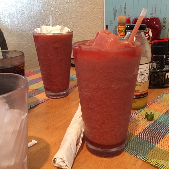 Real Fruit Smoothies Strawberry @ Yummies Bistro