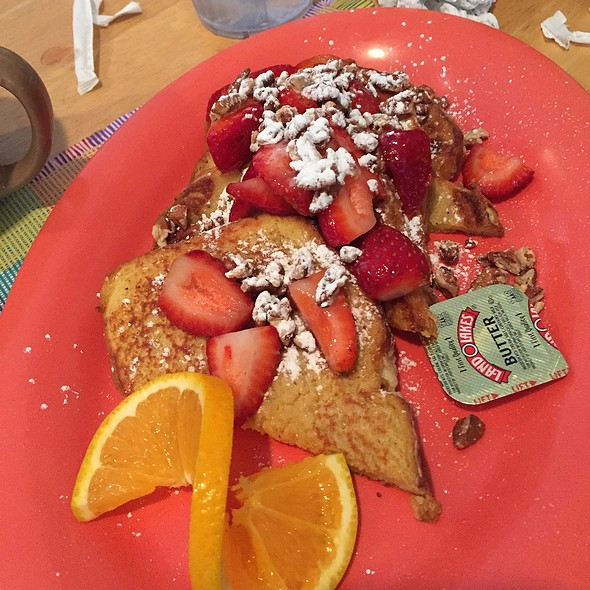 Strawberry Pecan French Toast @ Yummies Bistro