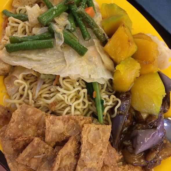 Vegetarian Mee Hoon & Noodles