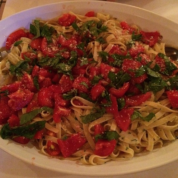 Fettuccini With Fresh Tomatoes And Basil @ Rachel's Cafe