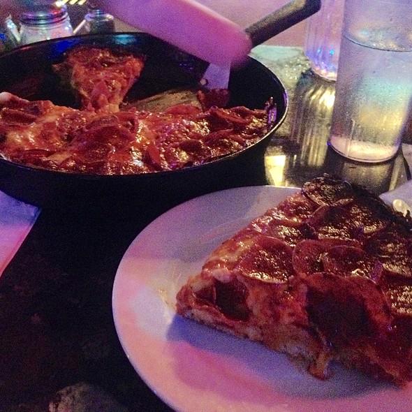 Deep Dish Pepperoni Pizza @ Pequod's Pizzeria