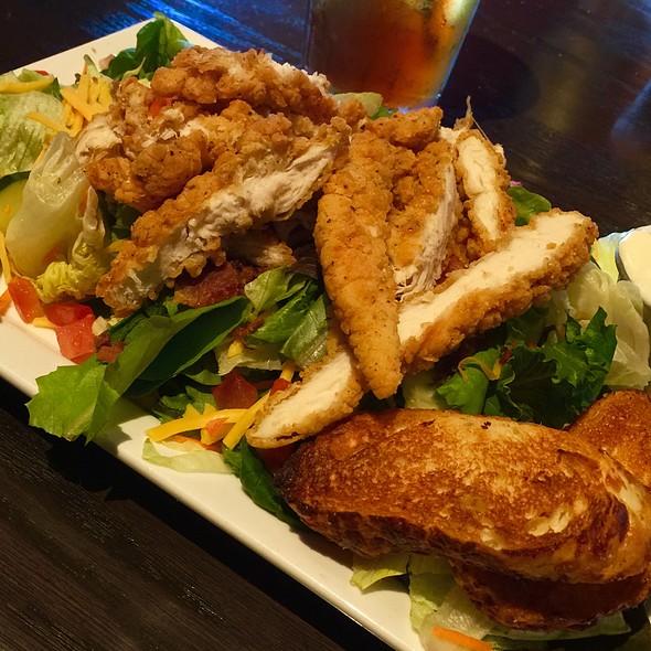 Crispy Chicken Tender Salad @ Red Robin Gourmet Burgers