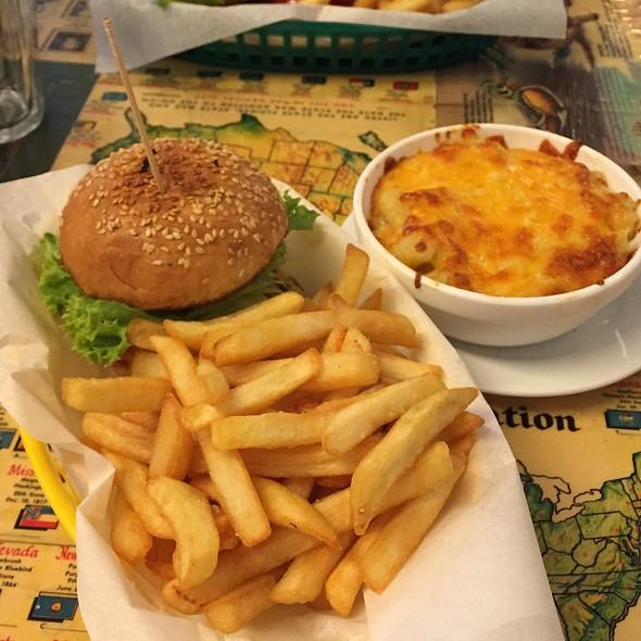 Mini Cheeseburger With Fries @ Nalu Diner