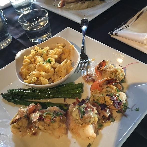 Stuffed Shrimp, Mac & Cheese @ Shockoe Whiskey & Wine