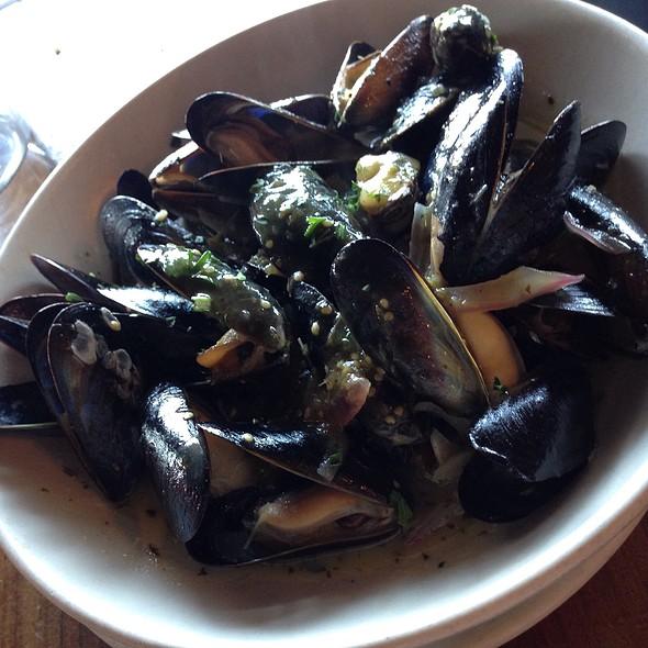 Mussels in garlic @ Hog Island Oyster Co.