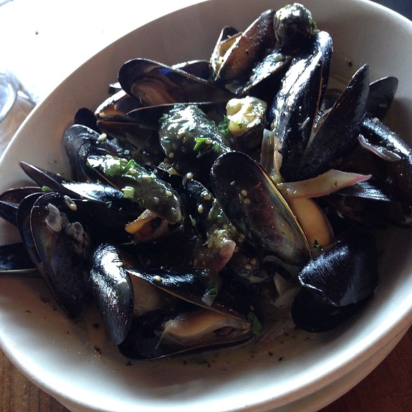 Mussels in garlic @ Hog Island Oyster Co.