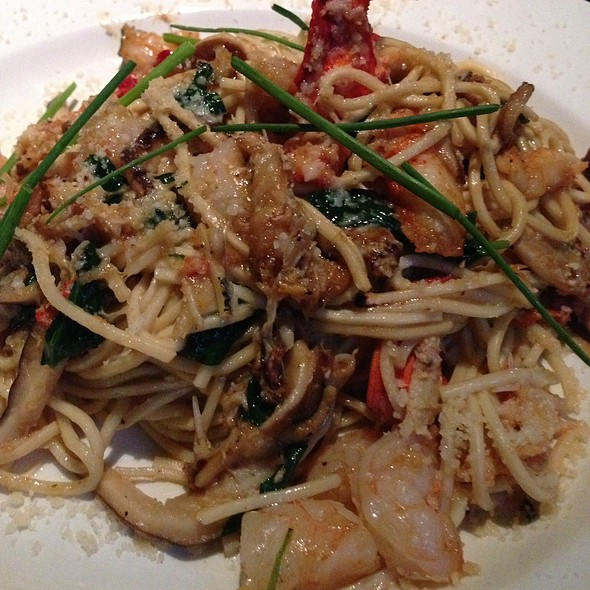 Lobster Garlic Noodles @ The Yard House