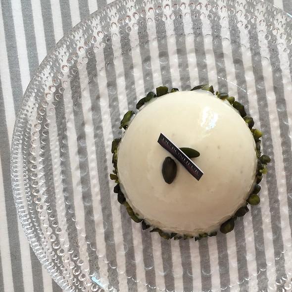 Pistache Cake @ Du Bonheur