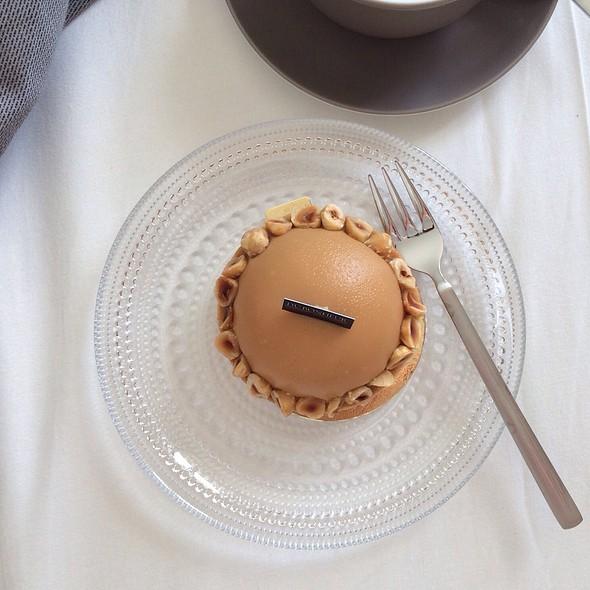 Caramel Hazelnut Dome @ Du Bonheur