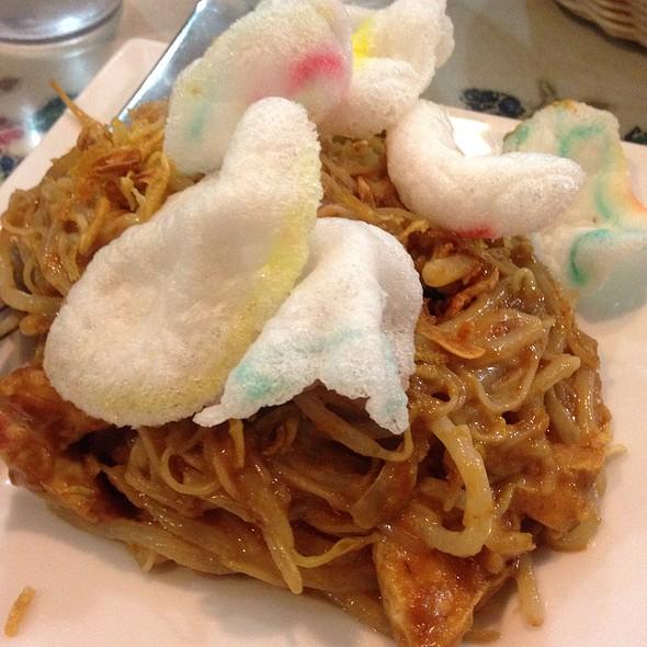 Rice Noodles With Peanut Sauce @ Upi Jaya